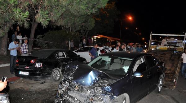 Alkollü Sürücü Park Halindeki 5 Otomobile Çarpti: 4 Yaralı