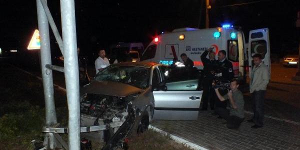 Alkollü Sürücü Ve Ingiliz Arkadaşi Kazada Ölümden Döndü