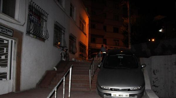 Alkollü Sürücünün Otomobili Merdivenlerde Kaldı