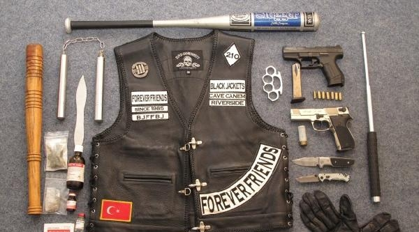 Alman Polisi 'kara Ceketliler' Üyelerine Operasyon Düzenledi