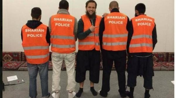 Almanya'da Selefi Gençler 'şeriat Polis Birliği' Oluşturdu