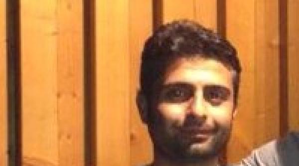 Almanya'da Türk Koca, Eşi Ve Komşusunu Bıçakla Öldürdü