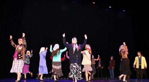 Almanya'ya Türk İşçi Göçünün 50 Yıllık Öyküsü Müzikalle Anlatıldı