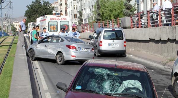 Alt Geçitte Kaza : 3 Yaralı