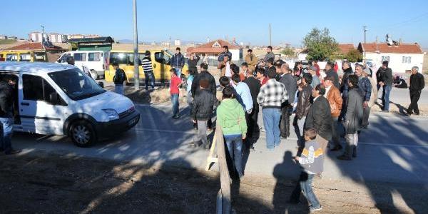 Alt Yapi Çalişmasi Tamamlanmayan Mahalleli Yolu Trafiğe Kapatti