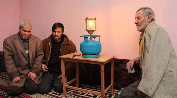Altinbaş Ailesi'ne Elektrik Ve Su Yok