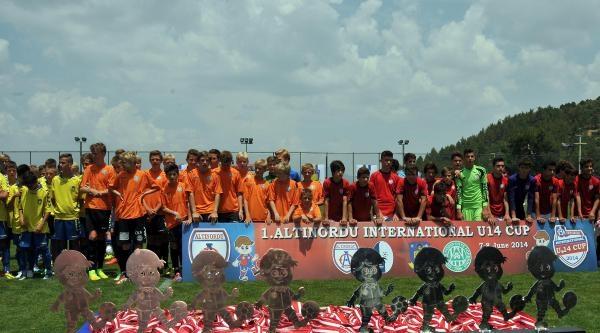 Altınordu'nun Düzenledigi U14 Cup'ı Brondby Kazandı