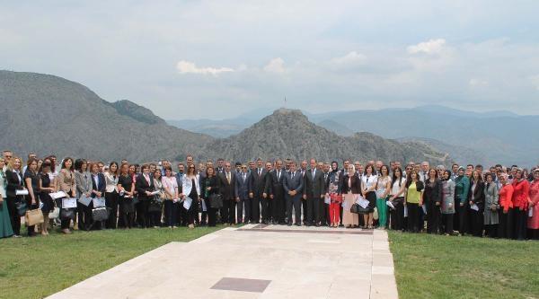 Amasya'da Eğitimcilere Vali'den Başarı Belgesi