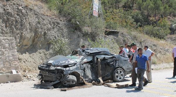 Amasya'da Otomobil Duvarına Çarpti: 2 Ölü, 2 Yaralı