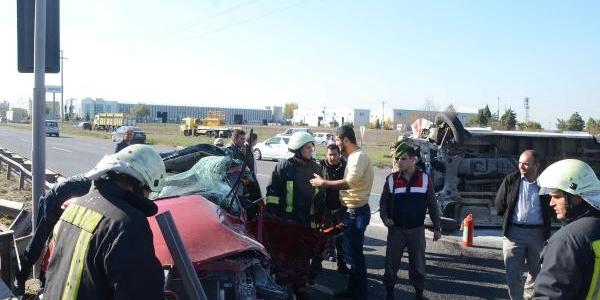 Ambulans Ile Otomobil Çarpişti: 6 Yarali