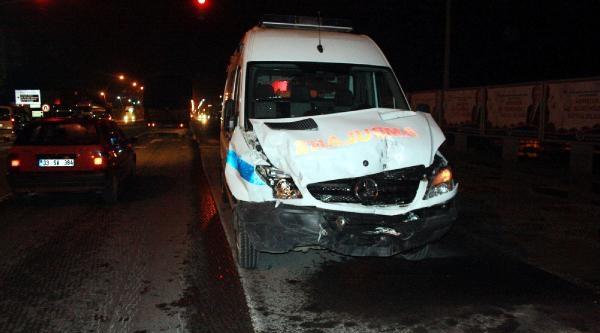 Ambulans Minibüse Çarpti: 1 Yaralı