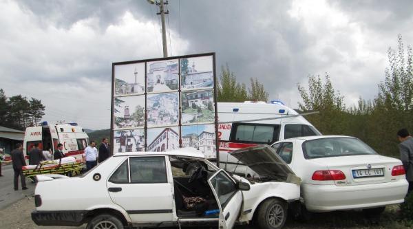 Ambulans Otomobille Çarpişti: 1 Yaralı
