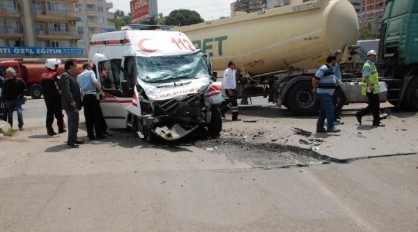Ambulans Yakıt Tankeriyle Çarpişti: 5 Yaralı