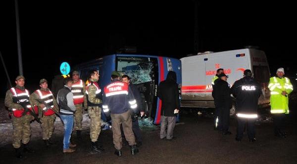 Ambulansla Cezaevi Ring Araci Çarpişti: 1 Ölü, 11 Yarali