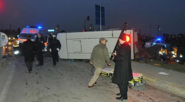 Ambulansla Yolcu Midibüsü Çarpişti: 9 Yarali