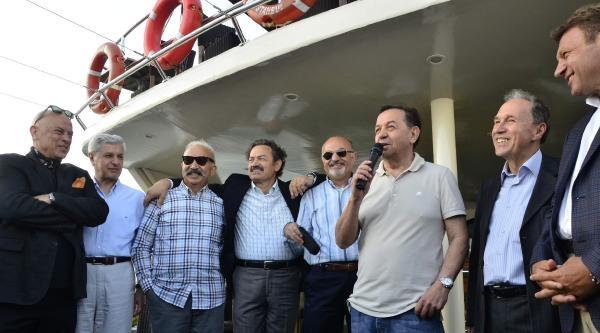 Amiraller  Ve Eski Sınıf Arkadaşları Tekne Gezisinde Buluştu