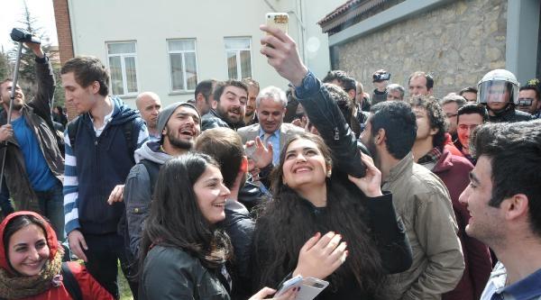 Anadolu Üniversitesi'nde Vali Protestosu