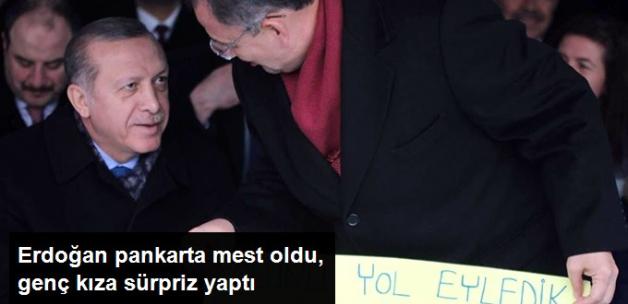 Erdoğan'ın Pankarta Mest Oldu, Genç Kızı Evinde Ziyaret Etti