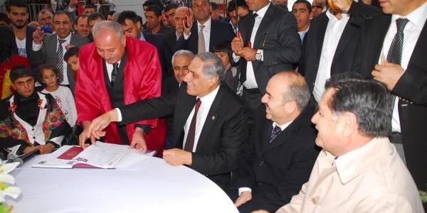 Anayasa Mahkemesi Başkani Kiliç: Bariş Sürecine Herkesin Yardimci Olmasi Lazim(2)