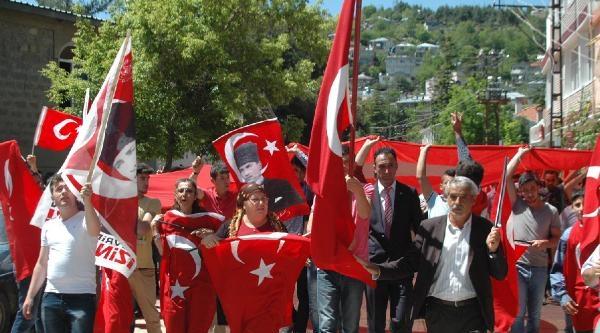 Andırın'da 'bayrak' Protestosu