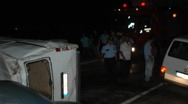 Andırın'da Minibüs Devrildi: 2 Yaralı