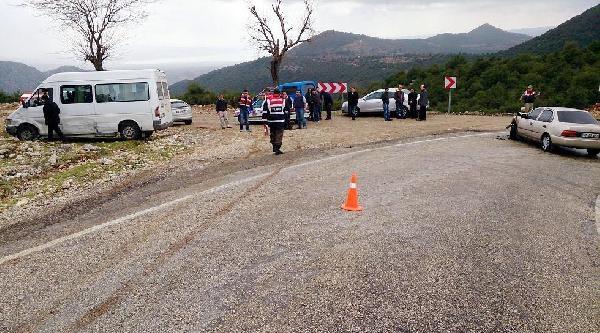 Andırın'da Minibüs İle Otomobil Çarpişti: 1 Yaralı
