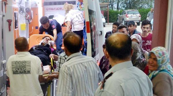 Andırın'da Otomobil İle Kamyonet Çarpişti: 4 Yaralı