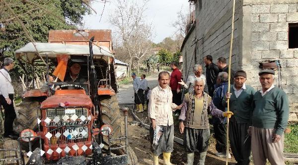 Andırınlı Hayırsever, Köyünün Yolunu Yaptırıyor
