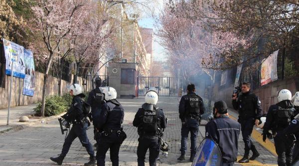 Ankara Üniversitesi'ndeki 'berkin Elvan' Eylemine Polis Müdahalesi