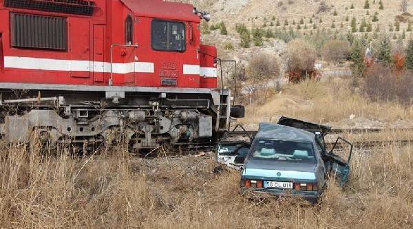 Ankara'da Inanilmaz Kaza ; Otomobil Trene Çarpti