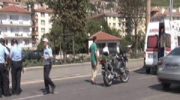 Ankara'da Motosiklete Otomobil Çarpti, 2 Polis Yaralandı