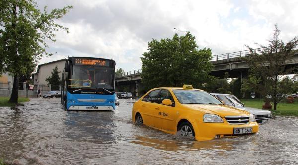 Ankara'da Sağnak Yağış Ve Dolu Etkili Oldu