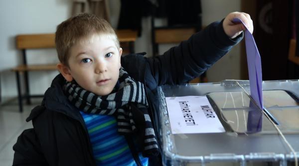 Ankara'da Vatandaşlar Sandıklara Giderek Oylarını Kullandı / Fotoğraflar
