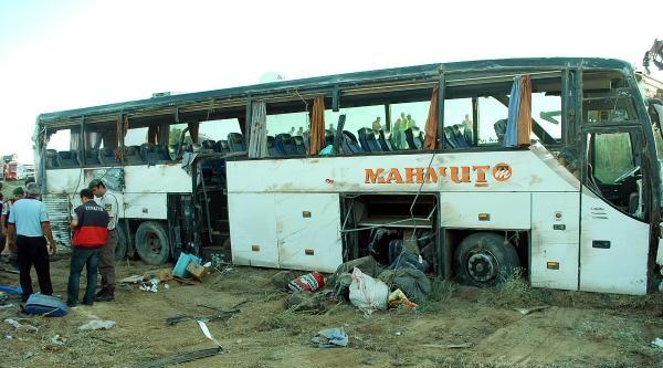 Ankara'da Yolcu Otobusü Tarlaya Devrildi: 32 Yaralı
