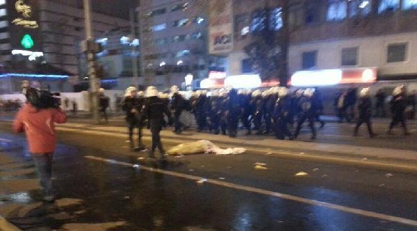 Ankara'daki 'tahliye' Protestosuna Polis Müdahalesi (1)