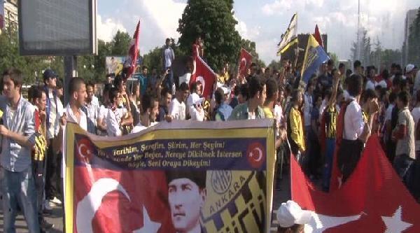 Ankaragücü Taraftarından Bayrak Protestosu