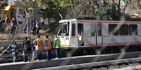Ankaray'in Tren Setine Iş Makinesi Çarpti