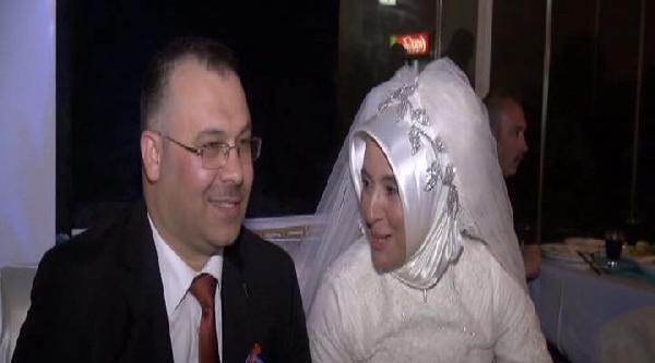 Anneler Gününde 20 Yıllık Eşten Düğün Sürprizi