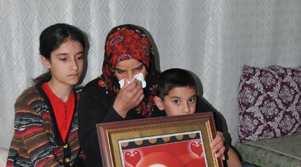 Anneler Günü'nde Kayıp Kızı İçin Gözyaşı Döktü