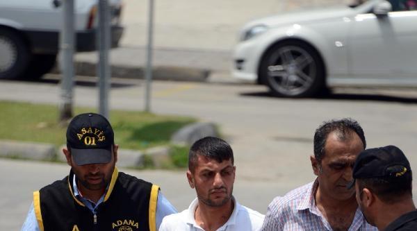 Annesini Bıçaklayıp 400 Lirasını Gasp Etti