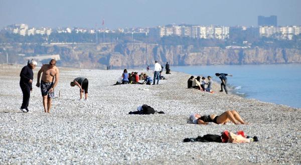 Antalya'da Aralikta Deniz Keyfi