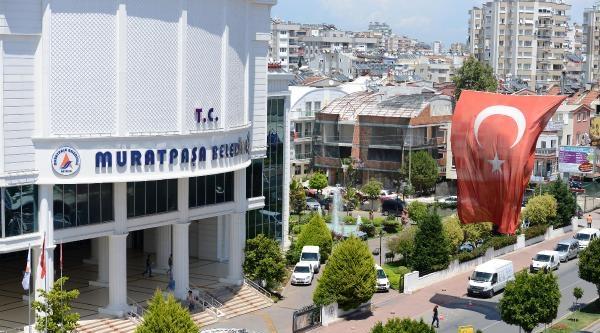 Antalya'da Binalara Dev Türk Bayrakları