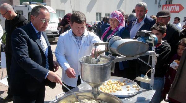 Antalya'da Doktorlar Lokma Döküp Dağıttı