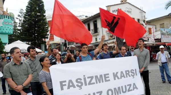 Antalya'da 'grup Yorum'lu Uğur Kurt Protestosu