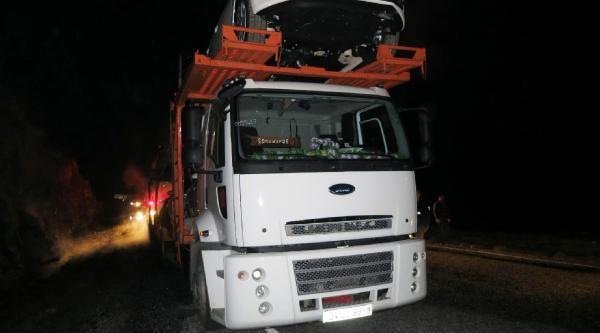 Antalya'da Otomobil Yüklü Tır'da Yangın Çikti, Tır Ve 6 Otomobil Yandı