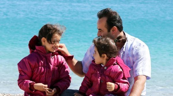 Antalya'da Oyunu Kullanan Sahile Koştu