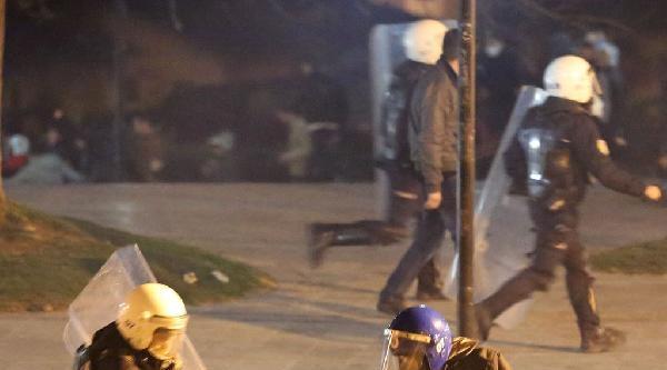 Antalya'da Taş Atan Eylemcilere Biber Gazlı Müdahale (2)