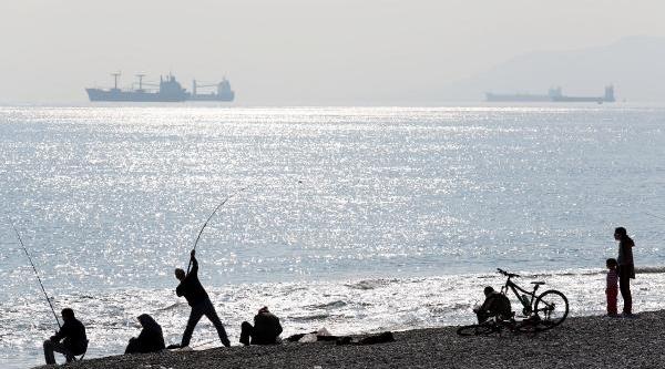 Antalya'da Yeni Yilin Ilk Gününde Bahar Havasi