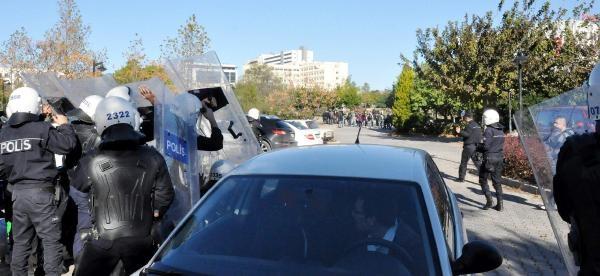 Antalya'da, Yüksekova'daki Olaylara Destek Veren Grup Polisle Çatişti