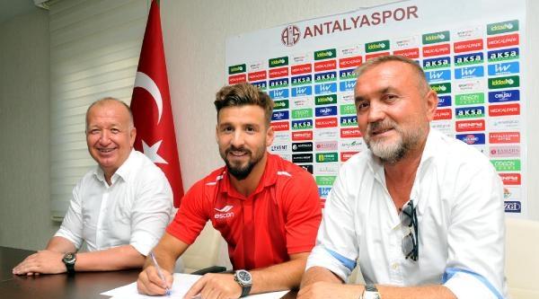 Antalyaspor Trabzonsporlu Şahin Aygüneş'le İmzaladi